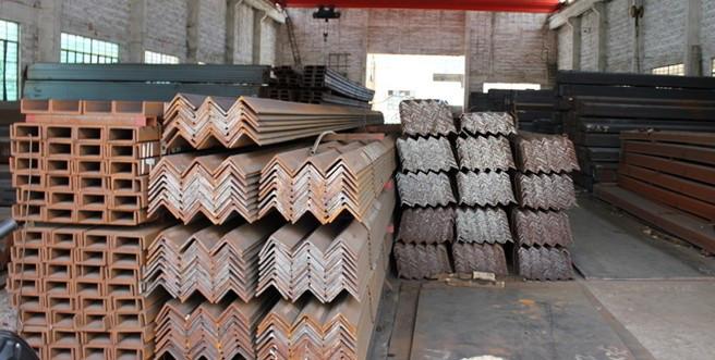 多种类型的钢材、方管,无缝管